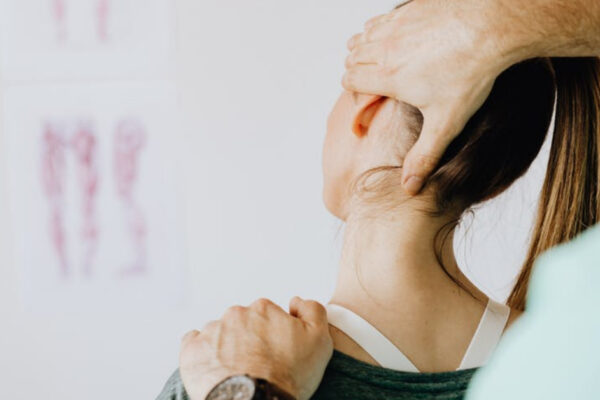 woman receiving chiropractic treatment